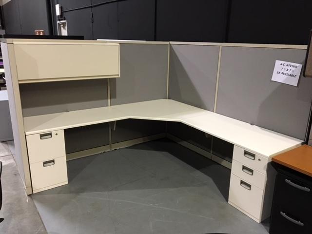 steelcase avenir 7 1  2 u2019x 7 1  2 u2032 cubicle workstation with 2 pedestals and overhead